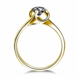 טבעת אירוסין מרחפת