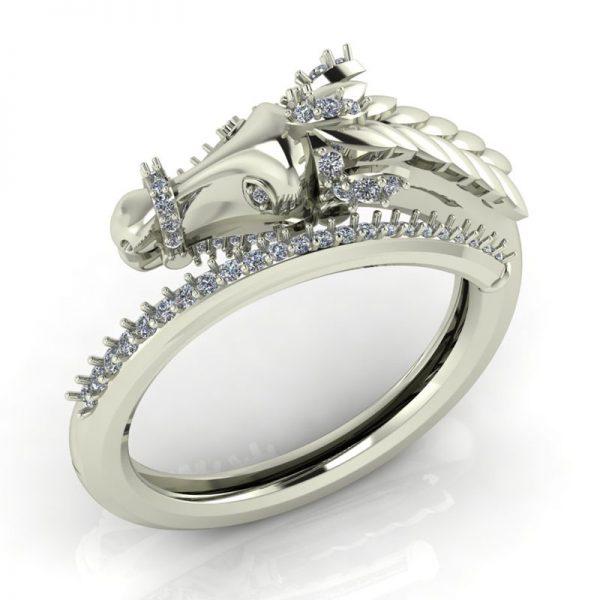 טבעת יהלומים סוס זהב לבן